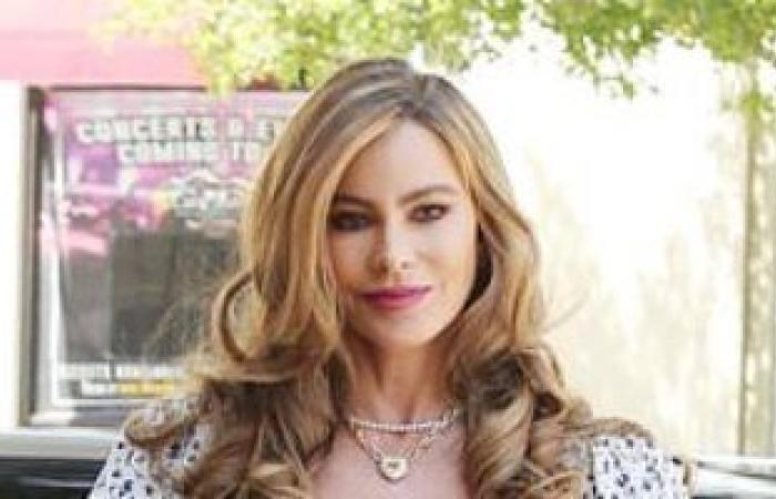 صوفيا فيرجارا بإطلالة ربيعية بكواليس النسخة الـ16 من America's Got Talent