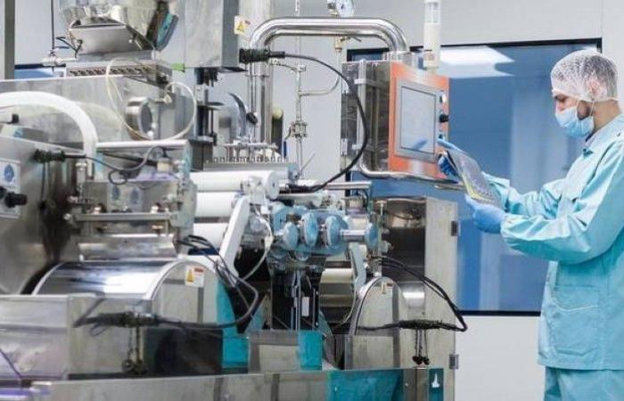 «الموارد البشرية» و«الصناعة» تطلقان برامج دعم الأجور لتحفيز توطين «القطاع الصناعي»