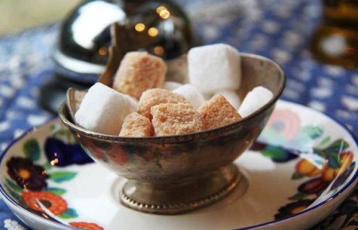 """""""الموت الأبيض""""... طبيبة تكشف علاقة الملح والسكر بأمراض خطيرة"""