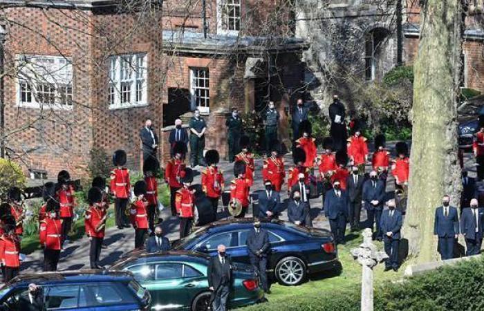 القبض على امرأة عارية حاولت إثارة الفوضى خلال جنازة الأمير فيليب