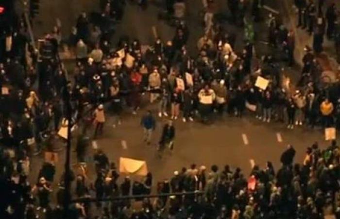 مسيرات حاشدة في شيكاغو للتنديد بمقتل طفل على يد شرطي   فيديو