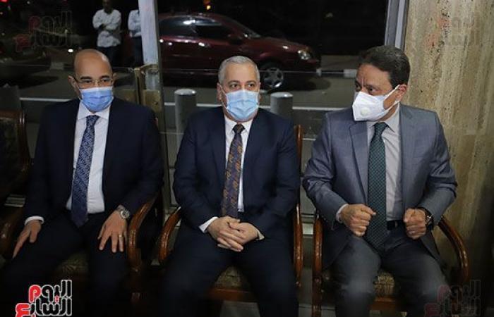 كرم جبر يشارك فى عزاء الكاتب الصحفى مكرم محمد أحمد بمؤسسة الأهرام
