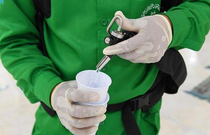 ماء زمزم يروي عطش الصائمين في المسجد النبوي