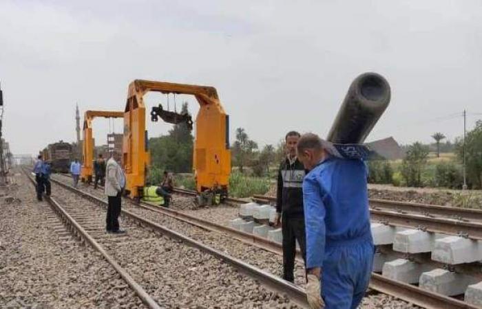 سال عرقهم على القضبان.. عمال السكك الحديدية «الجندي المجهول على خط طوخ»