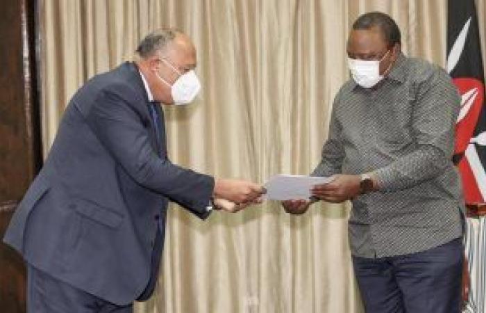 وزير الخارجية يسلم رئيس جمهورية كينيا رسالة من الرئيس السيسى