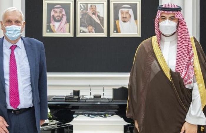 خالد بن سلمان يبحث التعاون مع المبعوث الخاص لرئيس الوزراء البريطاني