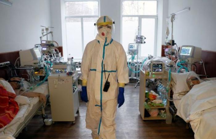 """بريطانيا: نطور علاجات فيروسية لـ""""كوفيد 19"""" يمكن تناولها في المنزل"""