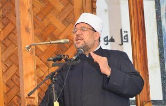 وزير الأوقاف يقرر وقف إمام وعاملين عن العمل لخروجهم عن الواجب الوظيفي
