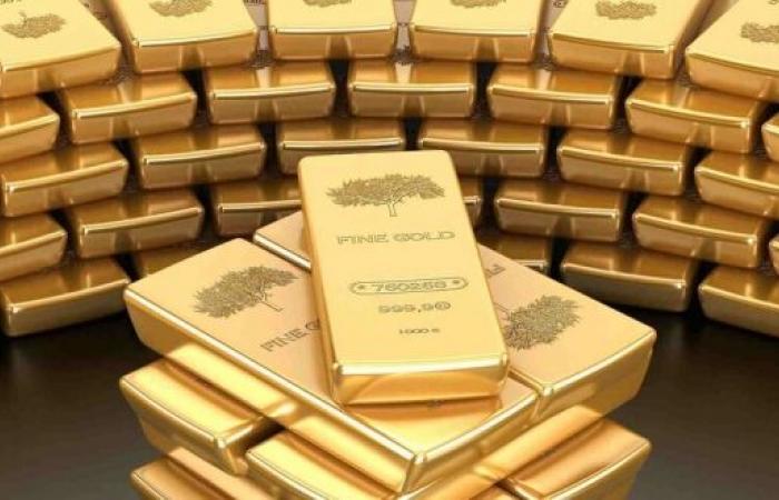 الذهب يتراجع عن ذروة 7 أسابيع