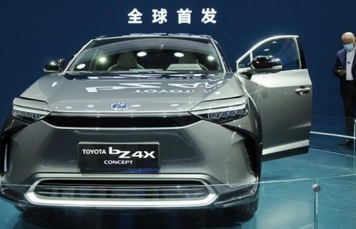 """تويوتا تعلن الكشف عن سيارتها الكهربائية """"bZ4X"""""""