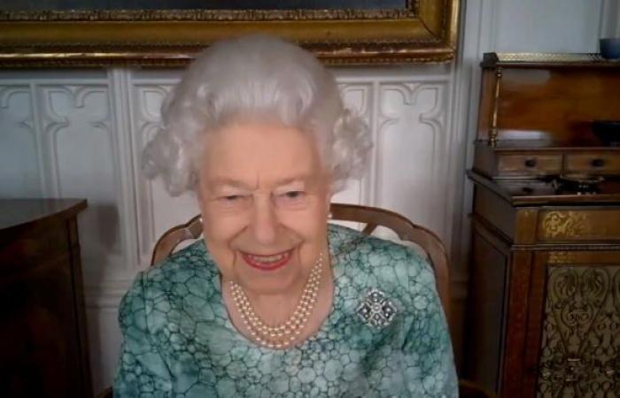بعد ظهورها مبتسمة... هل تحتفل الملكة إليزابيث بعيد ميلادها رغم رحيل زوجها
