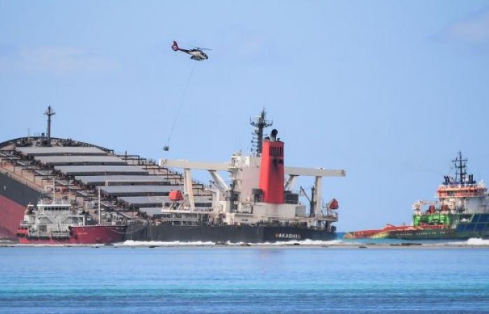 4 قتلى و9 مفقودين إثر جنوح سفينة شحن في الفلبين... صور