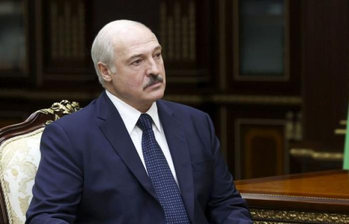 """لوكاشينكو ينصح زيلينسكي """"بتلقي دروس"""" في الدبلوماسية"""