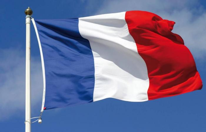 فرنسا تدافع عن سيطرة الجيش التشادي على مقاليد الأمور في البلاد