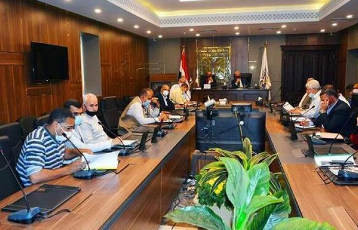 محافظ جنوب سيناء يتابع مشروعات الثروة السمكية وتطوير ميناء الطور