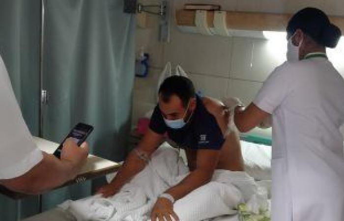 وزير القوى العاملة يتابع حالة مواطن مصرى مطعون بسكين فى الكويت