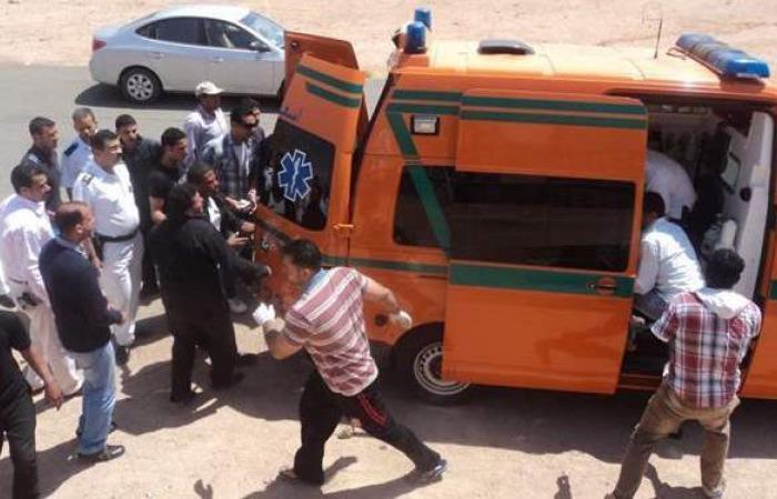 إصابة 15 شخصاً في انقلاب سيارة على الطريق الصحراوي بالمنيا