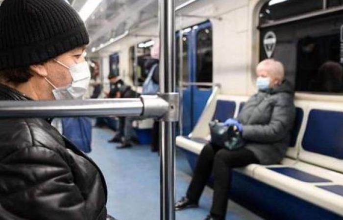 بسبب الكمامة.. راكب يعتدي بالضرب على سيدة داخل حافلة