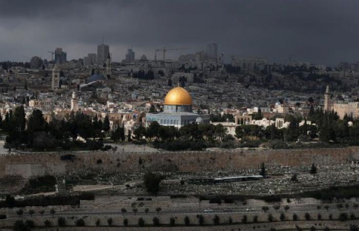 """بعد تسليم عقود """"الشيخ جراح"""" للسلطة الفلسطينية… هل توقف مخطط إسرائيل لتهجير أهالي القدس؟"""