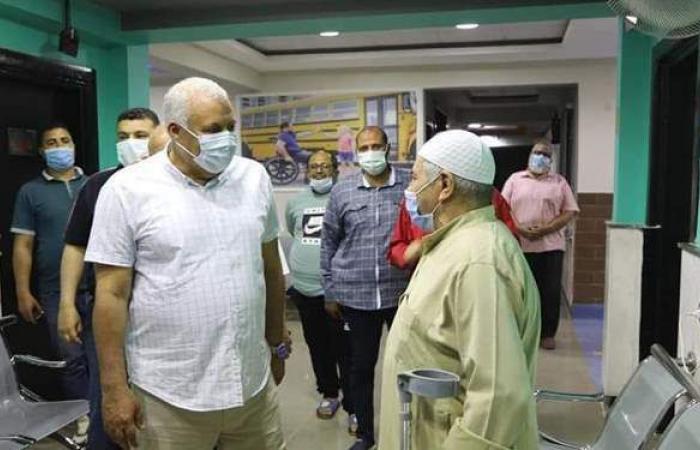 محافظ الوادي الجديد يتفقد العيادات الطبية بمركز تأهيل ذوي الاحتياجات الخاصة
