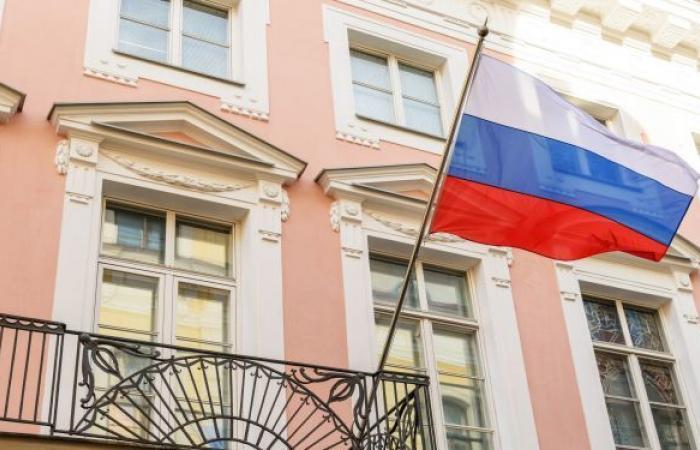 إستونيا تقرر طرد دبلوماسي روسي تضامنا مع جمهورية التشيك... وليتوانيا تحذو حذوها