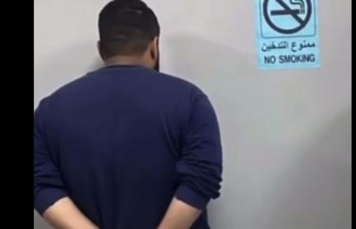 ضبط مواطن ومقيم انتحلا صفة رجال أمن لسلب الوافدين في مكة