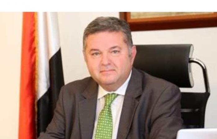 وزير قطاع الأعمال العام يهنئ العمال بعيدهم: نقدر جهودكم ودوركم في التطوير