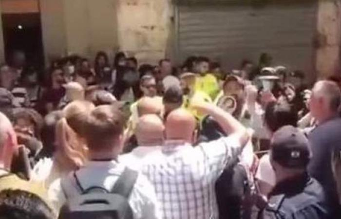 الأمن الإسرائيلي يعتدي على مصلين مسيحيين قرب كنيسة القيامة بالقدس