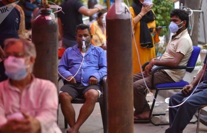 وفاة سيدة هندية بعد سحب أسطوانة الأوكسجين منها وإعطائها لشخصية مهمة...فيديو