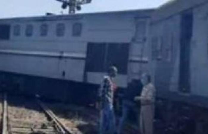 السكة الحديد تدفع بونش لرفع قطار دمياط.. وتؤكد: لم يسفر عن أى إصابات