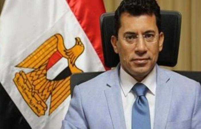 وصول وزير الشباب والرياضة إلى مقر وضع حجر الأساس للنادي الأهلي