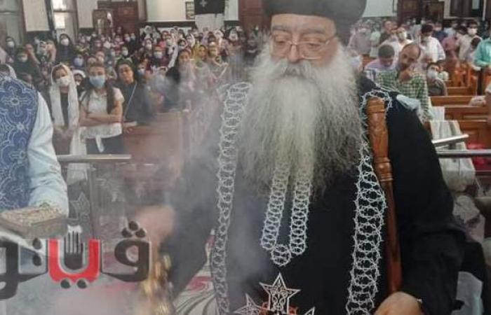 أسقف دشنا يترأس قداس الجمعة العظيمة | صور