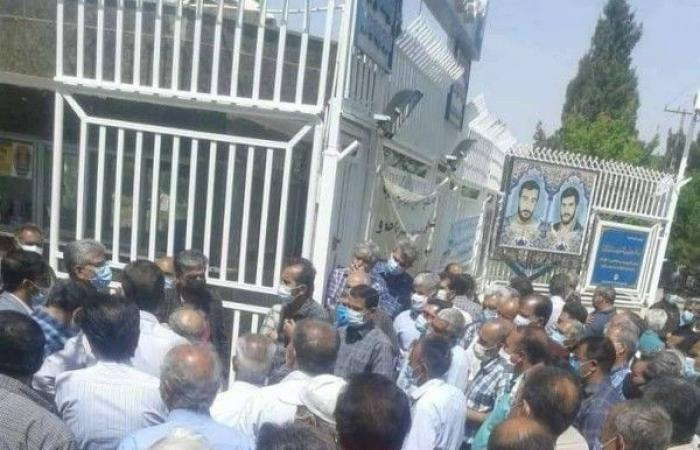في يوم العمال.. طهران تعتقل 30 متقاعداً يطالبون بحقوقهم