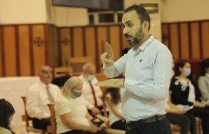 الكنيسة الأسقفية توفر ترجمة فورية بلغة الإشارة وتخصص ركنًا للصم بقداس العيد