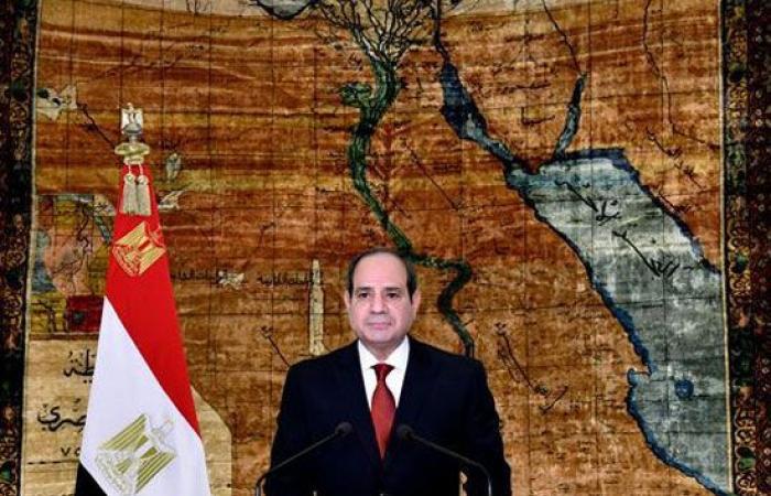الرئيس السيسى لعمال مصر: كفاحكم محل تقدير وستجدوننى دائما حافظا لعهدى معكم