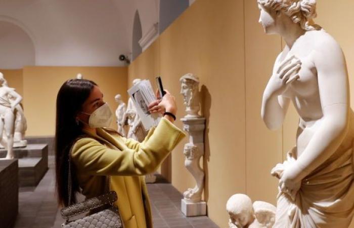علماء آثار يعيدون تركيب اصبع امبراطور روماني بعد 500 عام على فقدانه