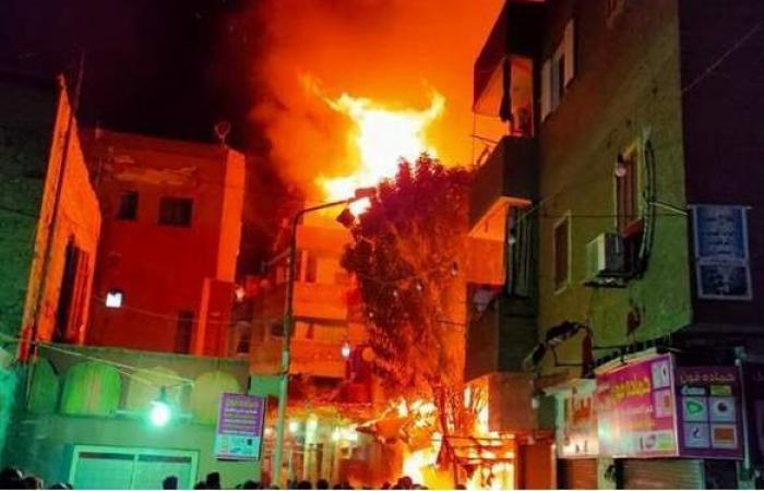 حريق هائل يلتهم منزلا بالكيت كات في إمبابة | فيديو