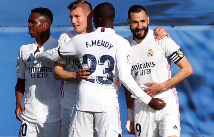 ريال مدريد يواجه أوساسونا للانقضاض على صدارة الدوري الإسباني