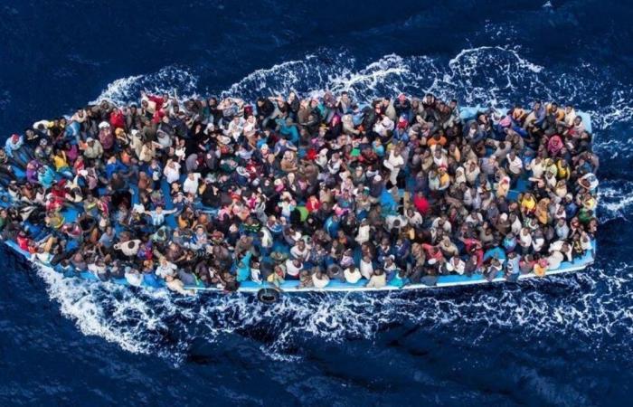 البحرية التونسية تضبط 100 مهاجر غير شرعي في طريقهم إلى إيطاليا