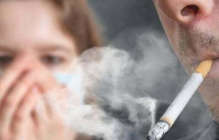 عااجل .. تحذير صحي رسمي : فيروس كورونا يهاجم المدخنين !