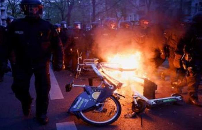 مواجهات عنيفة بين الشرطة ومتظاهرين في برلين بمناسبة عيد العمال | صور