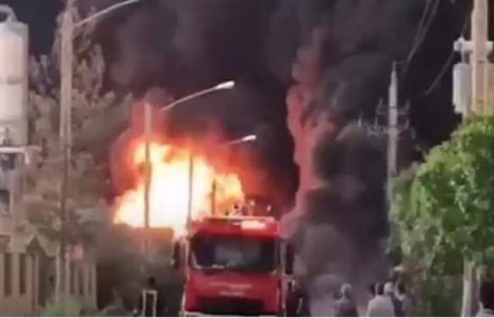 حريق هائل في مصنع للكيماويات بمدينة قم الإيرانية | فيديو