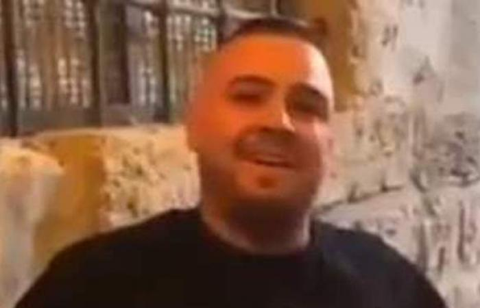 «نقشبندي» جديد في القدس.. فلسطيني يصدح «مولاي إني ببابك» في باحات الأقصى | فيديو