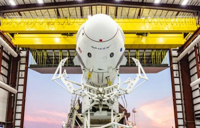 «سبيس إكس» تعود إلى الأرض بسلام وعلى متنها 4 رواد فضاء
