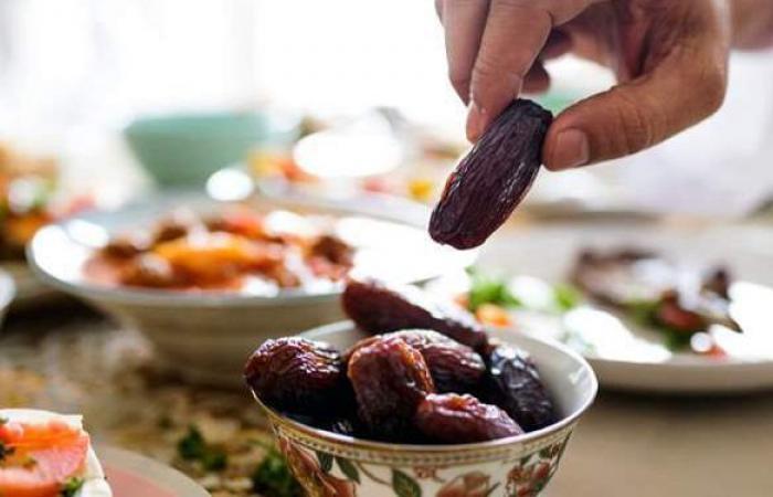 أسباب زيادة وزن البعض ونقصانه عند آخرين فى رمضان
