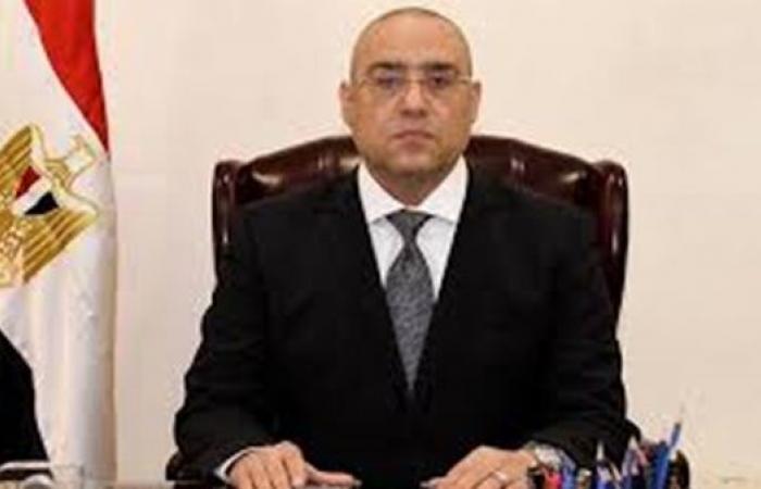 رئيس جهاز القاهرة الجديدة يقود حملة لتنفيذ قرارات غلق وتشميع بالتجمع الأول