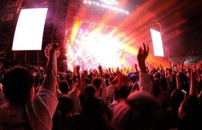 لأول مرة منذ بداية الجائحة.. آلاف الصينيين يحضرون مهرجانا موسيقيا في ووهان | فيديو