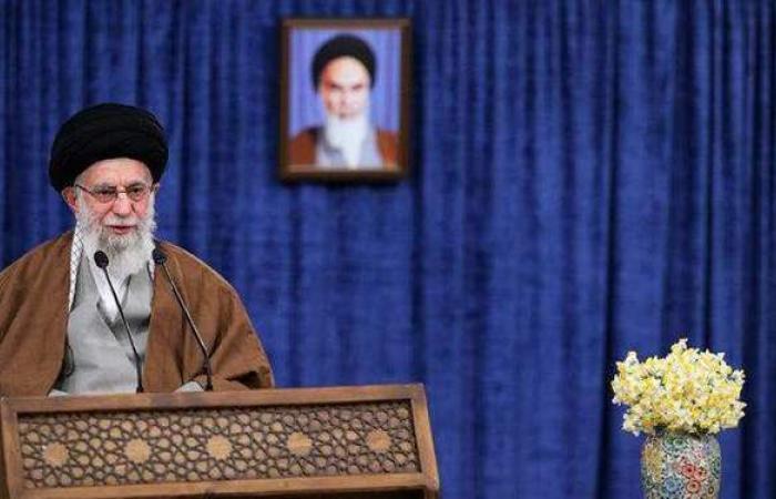 المرشد الإيراني في إشارة لظريف: نأسف لتصريحات بعض المسئولين ونستغرب منها