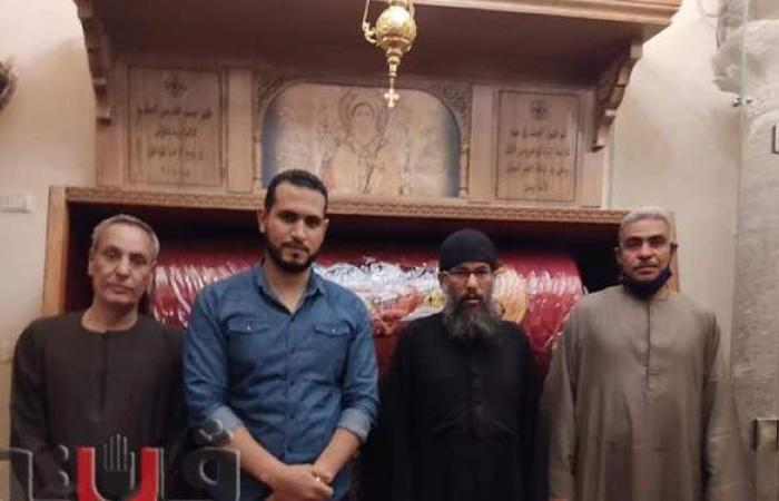احتفالا بعيد القيامة.. مسلمو نقادة بقنا يهدون مجسم كنيسة لراعي دير القديسين   صور