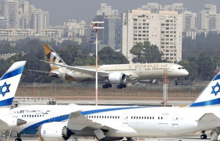 """حريق كبير بجوار مطار """"بن غوريون"""" في تل أبيب (فيديو)"""